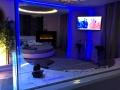 Letto e specchio della Luxury SPA Suite